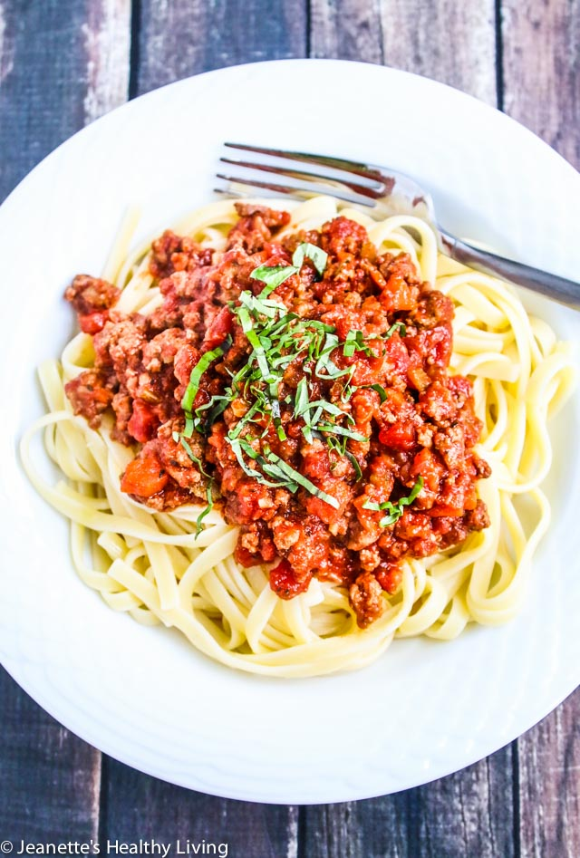 Slow Cooker Turkey Bolognese Pasta Sauce - easy, delicious and freezes well - great for busy weekdays!