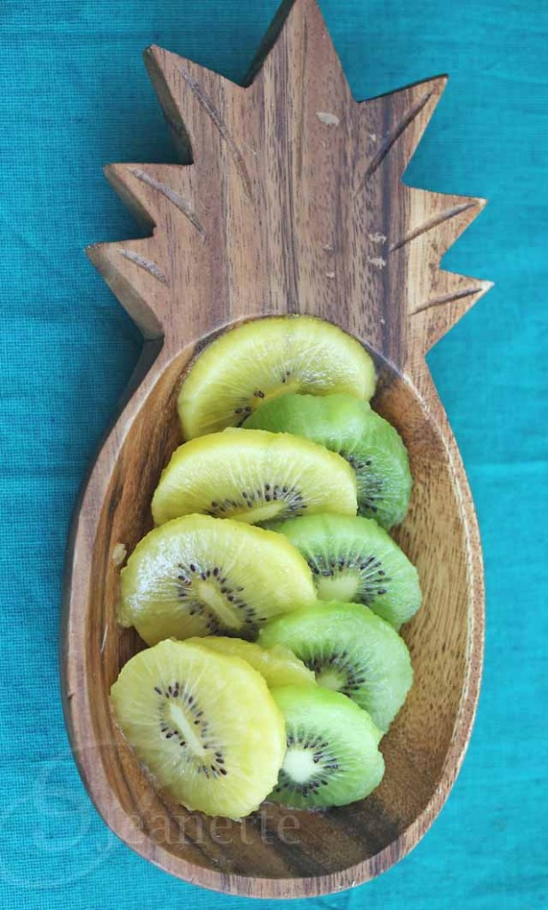How To Peel and Cut Kiwi Fruit