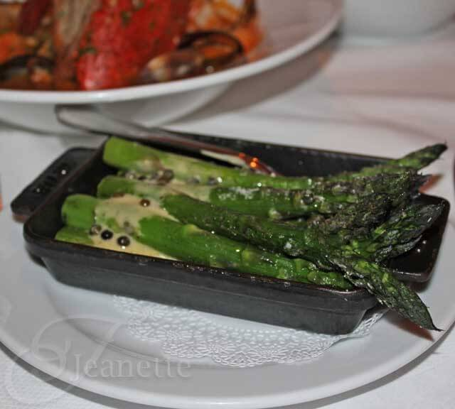Bar Americain Asparagus with Green Peppercorn Vinaigrette