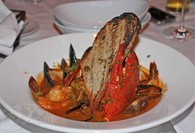 Bar americain cioppino with bar americain cuisine for Cuisine avec bar americain