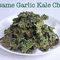 How to make Sesame Garlic Kale Chips on Jeanette's Healthy Living #kalechips