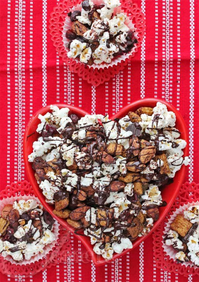 Heart Healthy Dark Chocolate Almond Cranberry Trail Mix © Jeanette's Healthy Living