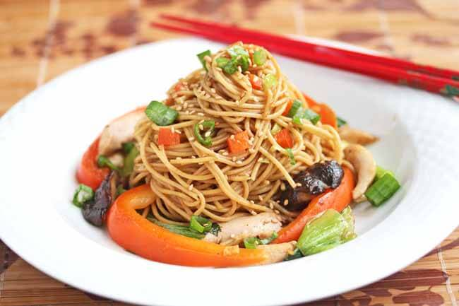 Stir-Fry Noodles with Chicken and Vegetables
