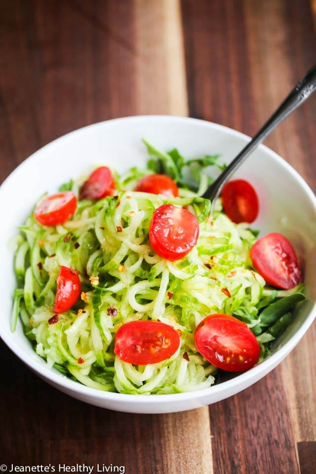 Sweet and Spicy Spiralized Cucumber Tomato Arugula Salad - this simple salad is refreshing, light and delicious!