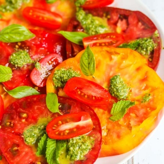 Heirloom Tomato Salad with Basil Mint Vinaigrette - this fresh tomato salad features beautiful heirloom tomatoes at their peak ripeness and a vibrant fresh basil mint dressing http://jeanetteshealthyliving.com