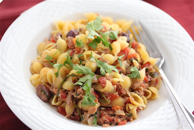 Tuna Marinara Pasta - made with pantry ingredients, this easy dinner recipe takes less than 30 minutes to make. Healthy, quick and delicious. Serve with gluten-free pasta, whole grain pasta, or zucchini noodles for healthier options.