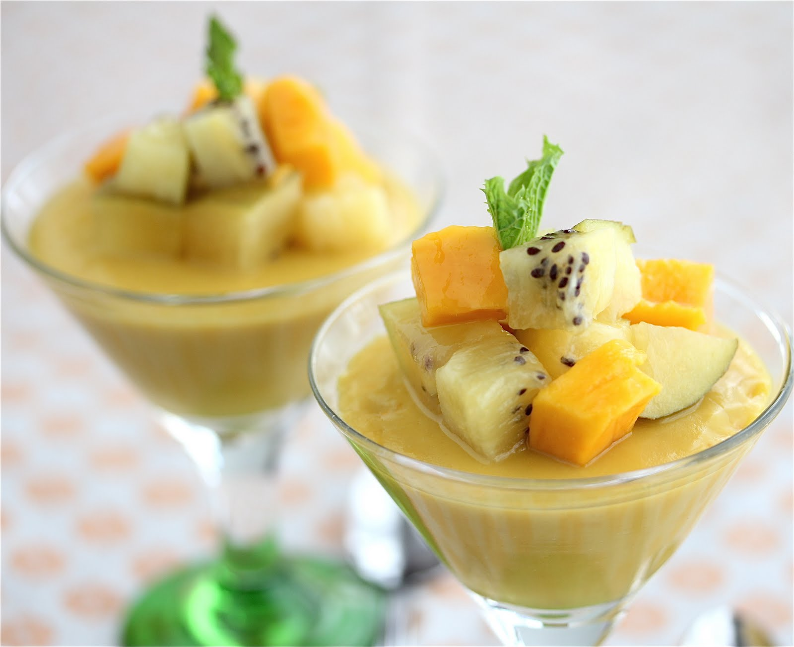 vegan mango panna cotta with kiwi mango and strawberries. Black Bedroom Furniture Sets. Home Design Ideas