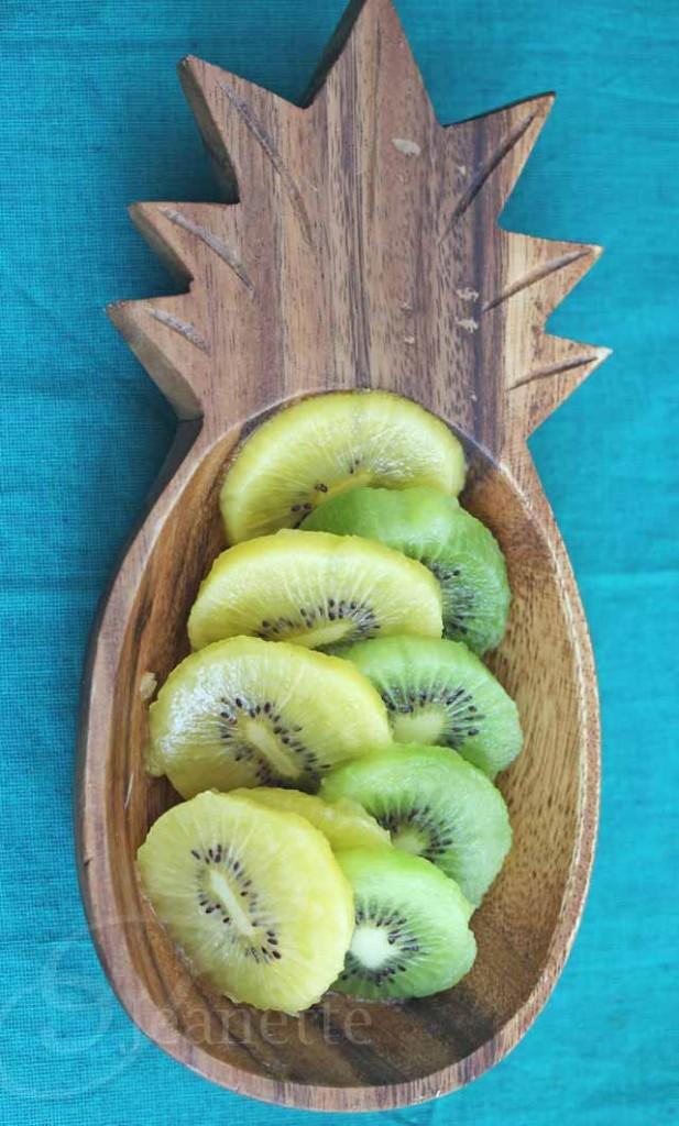 How To Peel and Cut Kiwi Fruit
