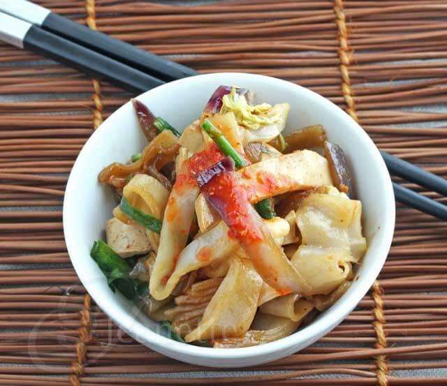 Fresh Rice Noodles with Sriracha Sauce