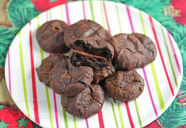 Flourless Fudge Cookies © Jeanette's Healthy Living