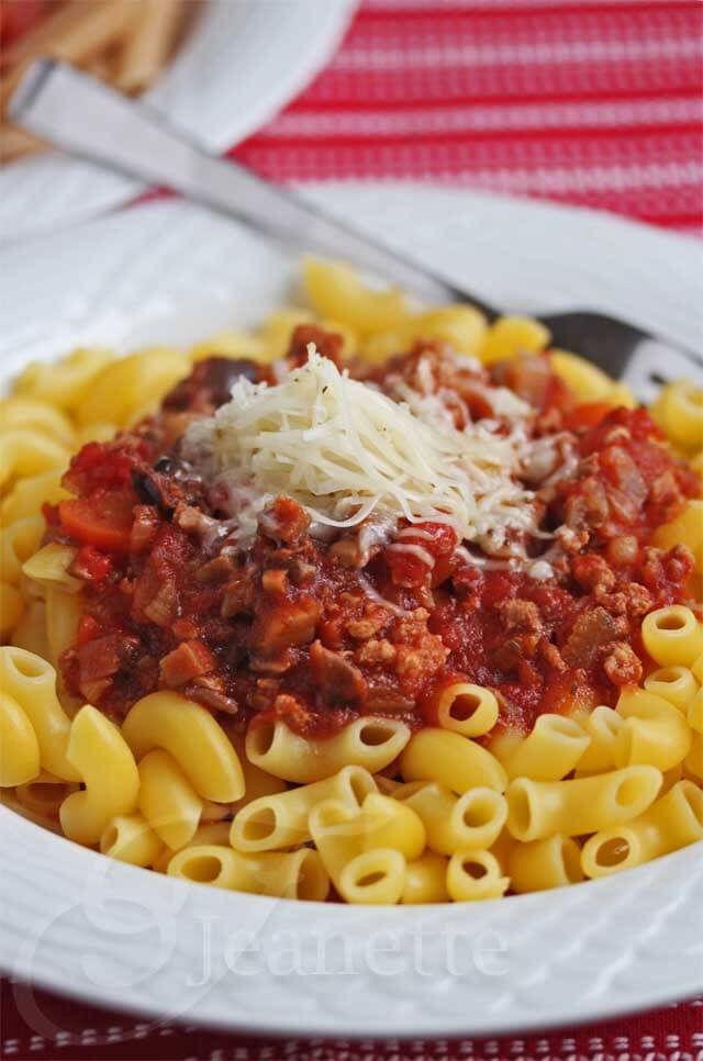 Healthier Crockpot Meat Sauce © Jeanette's Healthy Living
