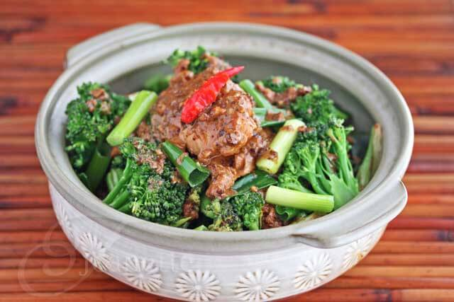 Thai Peanut Coconut Curry Chicken with Broccoli © Jeanette's Healthy Living
