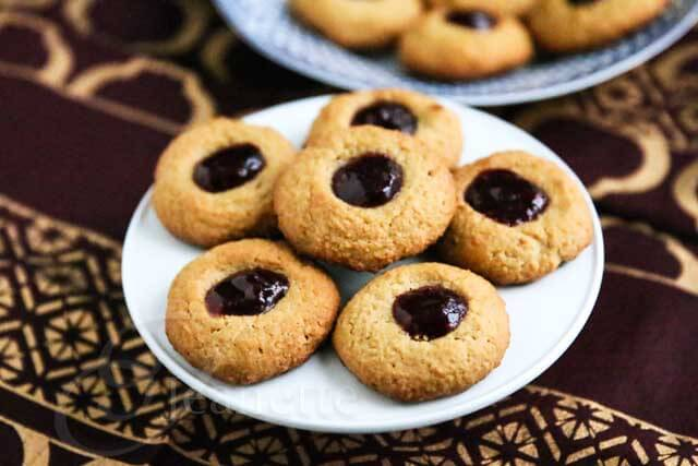 Peanut Butter and Jelly Thumbprint Quinoa Oat Cookies Recipe