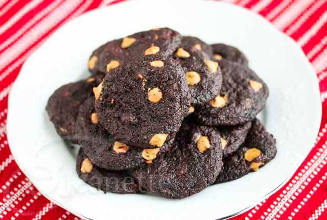 Gluten-Free Chocolate Peanut Butter Chip Cookies © Jeanette's Healthy Living