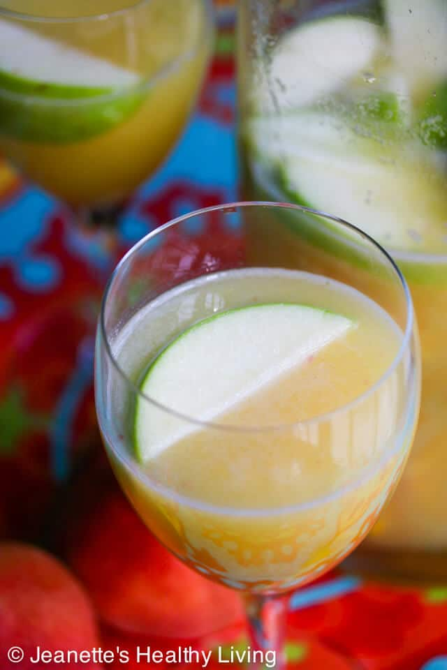 White Peach Sangria © Jeanette's Healthy Living