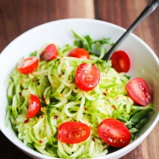 Sweet and Spicy Spiralized Cucumber Tomato Arugula Salad Recipe {Daniel Plan Recipe}