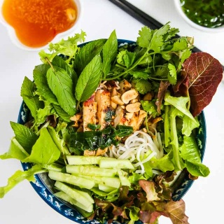 Vietnamese Cool Noodle Bowl with Lemongrass Chicken and Vietnamese Dipping Sauce ~ https://jeanetteshealthyliving.com