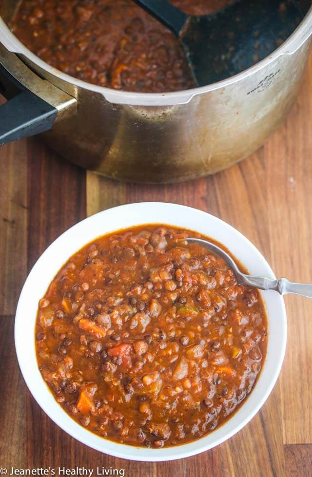 Pressure Cooker/Instant Pot Lentil Chili - 300 calories/18 grams protein per serving ~ lentils take just 14 minutes to cook in a pressure cooker - this vegetarian/vegan chili is deliciously hearty ~ https://jeanetteshealthyliving.com