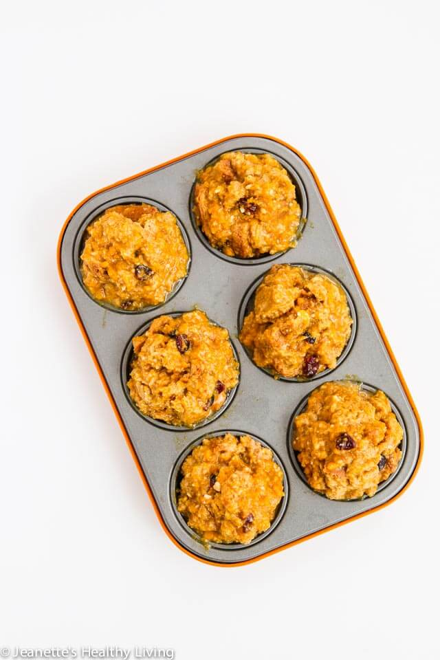 Pumpkin Orange Cranberry French Toast Muffin Cups - these portable French toast cups are perfect for busy weekday mornings! 277 calories, 11.7 grams protein and zero cholesterol each ~ https://jeanetteshealthyliving.com